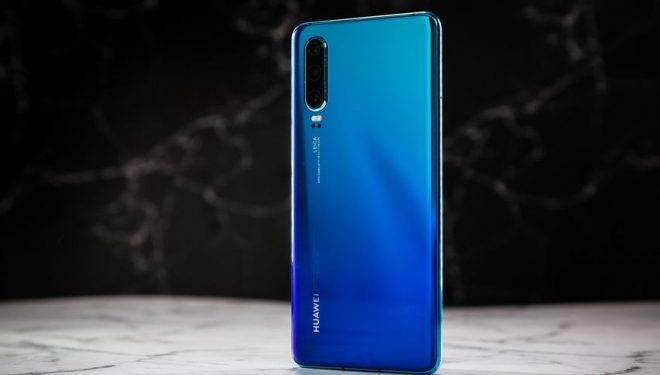 Huawei redukton prodhimin e smartfonëve