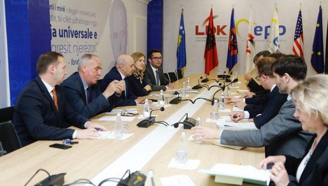 Kryetari Mustafa ka pritur në takim delegacionin nga Gjermania dhe Franca