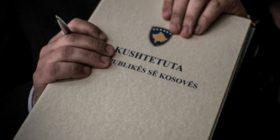 11 vite pas fuqizimit, ekspertët shohin defekte në Kushtetutën e Kosovës