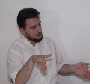Imami Drilon Gashi e përsërit: Lejohet të falemi shqip