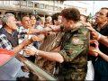 Pamje të rralla:Kur oficeri i NATO-s u jep 30 minuta afat forcave serbe, për t'u larguar nga Prizreni
