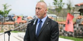 Haradinaj bën homazhe në Gllogjan në njëvjetorin e vdekjes së veteranit të luftës së UÇK-së, Hilmi Haradinaj