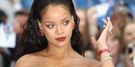 """Rihanna dukej mahnitëse në shfaqjen e """"Savage X Fenty"""""""