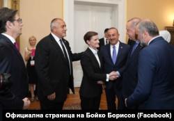 Kryeministri bullgar, Borisov dhe kryeministrja serbe, Bërnabiq gjatë një takimi me presidentin turk, Erdogan.