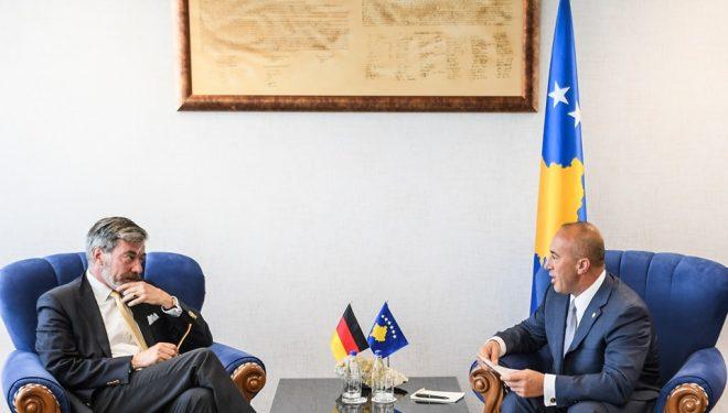 Haradinaj takohet me ambasadorin gjerman, bisedojnë për liberalizimin e vizave