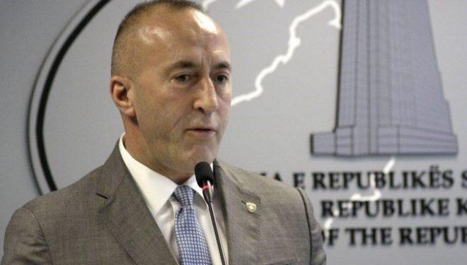 Kryeministri Haradinaj dorëzon në Kuvend letrën e dorëheqjes