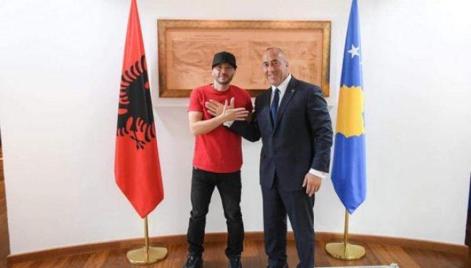 Haradinaj takon Unikkatilin, bëjnë shqiponjën me duar