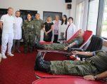 Ushtarët e FSK-së i përgjigjen aksionit për dhurimin e gjakut