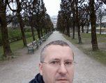 Profesori me doktoraturë nuk mund ta mbajë familjen, ikë nga Kosova