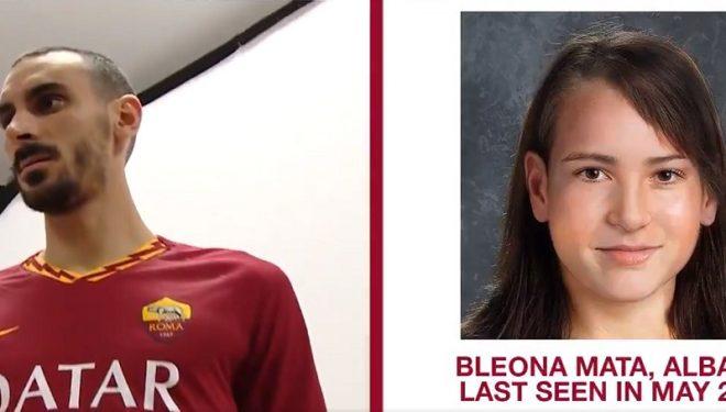 Futbollisti prezantohet te Roma me fotot e tre shqiptarëve të humbur, midis tyre edhe Bleona Mataj