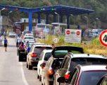 Bashkatdhetarët lënë Kosovën, kolona të gjata dhe pritje deri në tri orë në dalje të pikë kalimeve kufitare