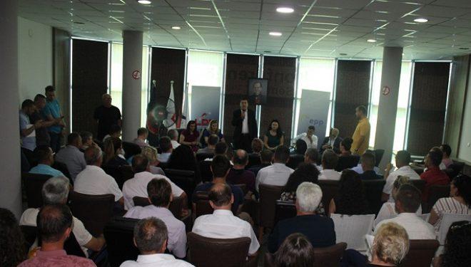 Lutfi Haziri në takim me strukturat: LDK është dera e vetme që e ruan shtetin