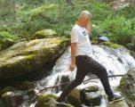 U raportua se ndodhet për pushime në Turqi, Thaçi shfaqet duke kapërcyer lumenjtë e Prevallës