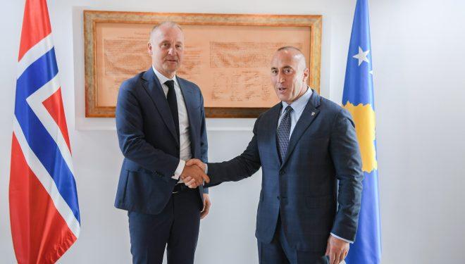 Haradinaj takohet me ambasadorin norvegjez, e njofton  për proceset politike në vend