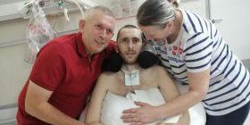 Babai i Egzonit të aksidentuar kërkon ndihmë: Nuk i shitet shtëpia, e vë në shitje edhe veshkën
