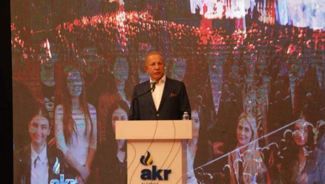 Qindra të rinj i bashkohen AKR-së