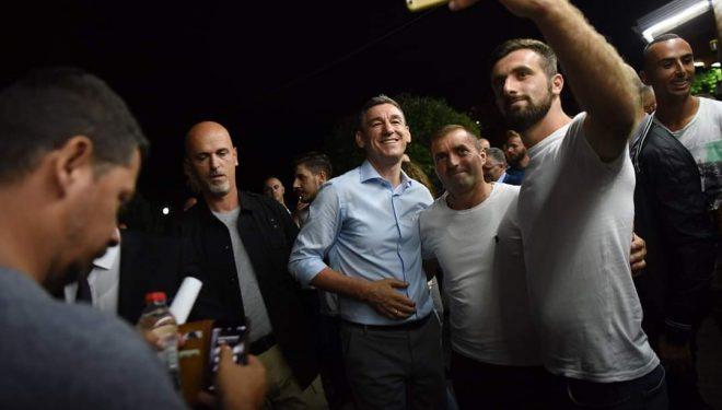 Veseli nis luftën frontale me Haradinajn, ia mori 100 anëtarë të AAK'së