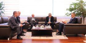 Guvernatori Mehmeti takoi Drejtorin Kryesor Ekzekutiv të Raiffeisen Bank International, Dr. Johann Strobl