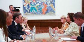 """Vuçiq e vlerëson UNESCO-n për mbrojtjen e """"trashëgimisë së rrezikuar serbe në Kosovë"""""""