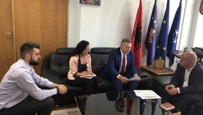 Hoti takohet me Kryetarin e Komunës së Junikut Agron Kuçi