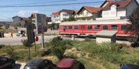 Pamje nga vendi ku dyshohet se treni ka mbytur një të mitur në Klinë