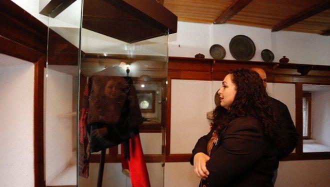 Osmani nga Kulla e Isa Boletinit: Kufijtë e Kosovës janë të paprekshëm