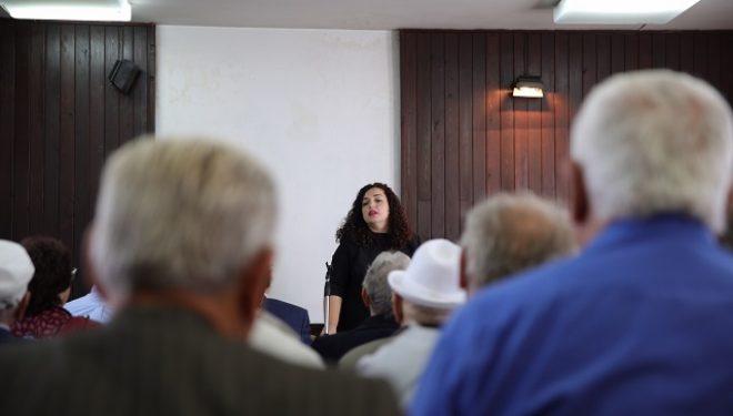 Vjosa Osmani zotohet për rritje të pensioneve dhe krijimin e Fondit Pensional