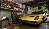 E mbante mbyllur prej vitesh, makina e pasuron në ankand