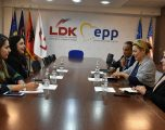 Vjosa Osmani takohet me Shefen e Zyrës së BE-së në Kosovë, Nataliya Apostolova