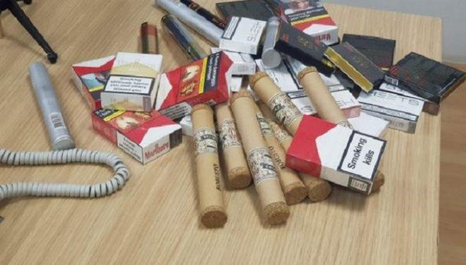 Inspektorët konfiskojnë mall të kontrabanduar kryesisht cigare, gjobitet pronari