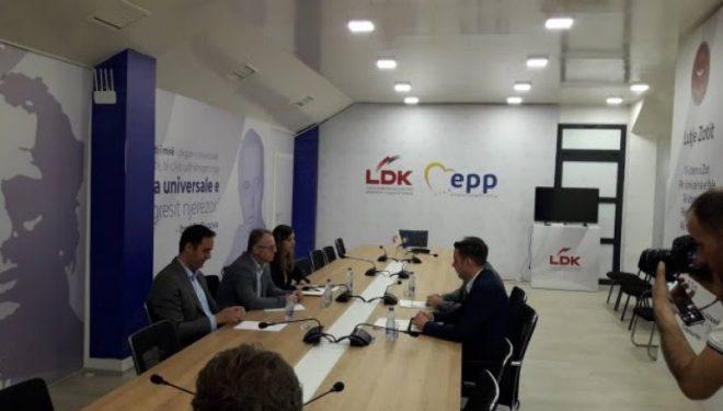 Nis takimi i radhës VV – LDK në selinë e partisë së Albin Kurtit