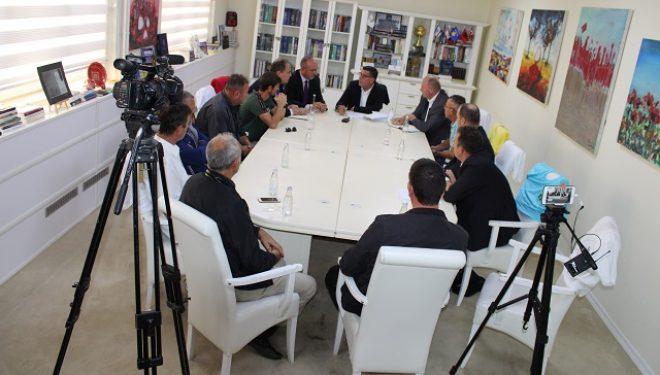 Lutfi Haziri nënshkruan kontrata për projektet infrastrukturore në vlerë prej 5.6 milionë euro