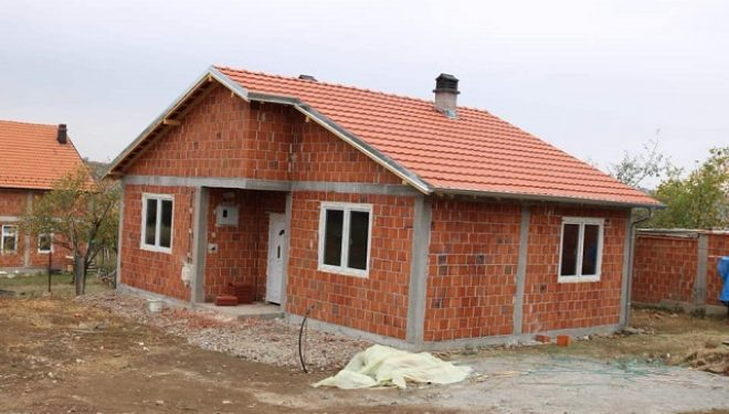 """""""Jetimat e Ballkanit"""" dhe Komuna e Lipjanit ndërtojnë 10 shtëpi për familjet në nevojë"""