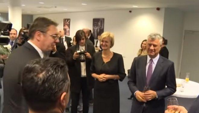 """Thaçi e përshëndet Dodikun, Vuçiq i thotë """"mos u bëj sikur nuk di serbisht"""""""