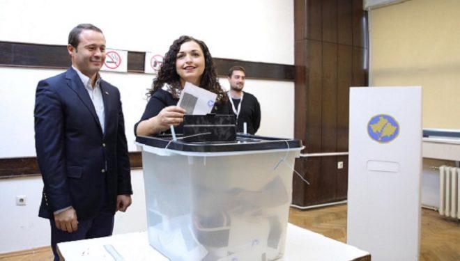 Vjosa Osmani thërret qytetarët që të votojnë dhe të bëhen pjesë e vendimit historik
