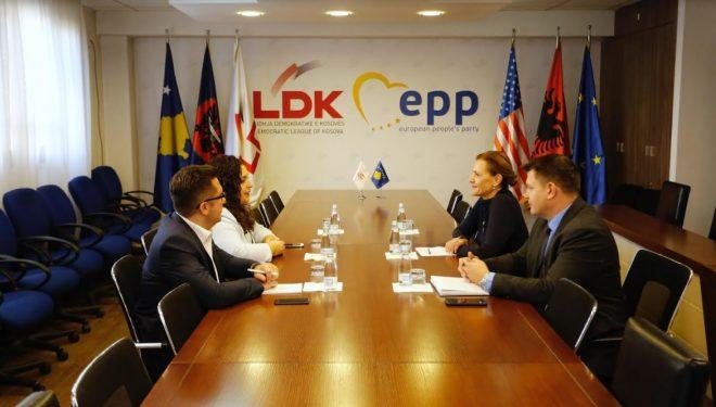Vjosa Osmani takohet me ambasadoren e re të Kroacisë në Kosovë