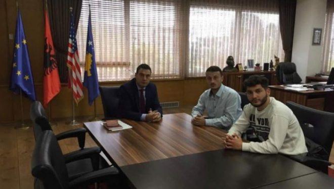 Përfaqësuesit e Parlamentit Studentor arrijnë marrëveshje me ministrin Bytyqi për çështjen e bursave