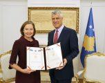 Thaçi ndan dekoratë për Zyrën e Bankës Botërore në Kosovë