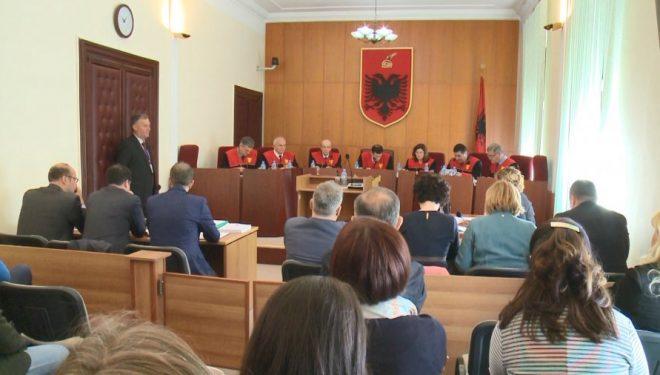 """Kushtetuesja e Shqipërisë përsëri në """"ngërç"""", Meta nuk zgjedh anëtarin e dytë"""