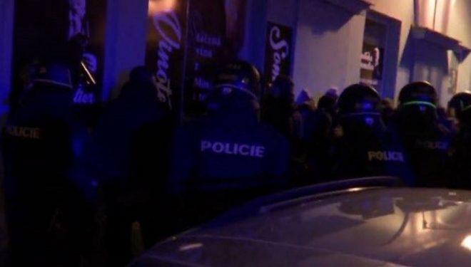 Sulmohen tifozët kosovarë në Çeki