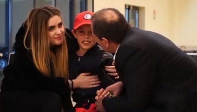 Merr fund ankthi/ Alvini mbërrin në Romë, lot gëzimi. Momenti kur përqafohet me babain dhe dy motrat