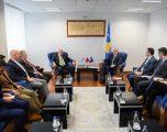 Haradinaj pret në takim investitorë nga Shqipëria dhe Izraeli
