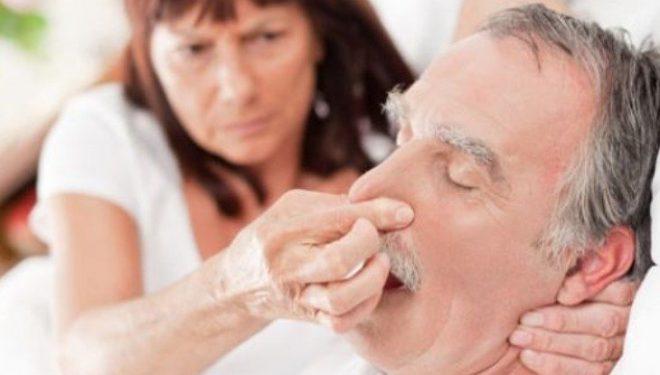 Nëse gërhitni gjatë natës mund të rrezikoheni seriozisht nga këto sëmundje