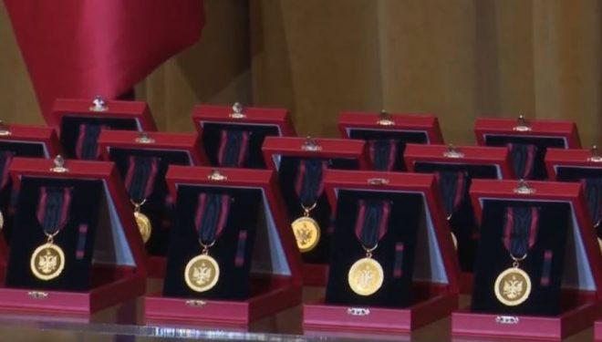 Kryeministri i Shqipërisë, Edi Rama medalje të Artë ekipeve të huaja të kërkim-shpëtimit