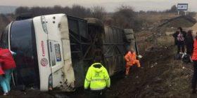 Në Serbi, nga aksident i rëndë përmbyset autobusi nga Maqedonia