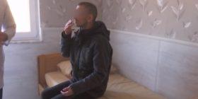Për 18 vite u mbajt i lidhur me zinxhir në shtëpi, shteti e merr nën kujdes 35 vjeçarin nga Kaçaniku