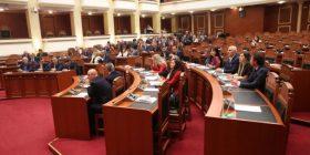 Ja deputetët e opozitarë që votuan paketën anti-shpifje në Shqipëri