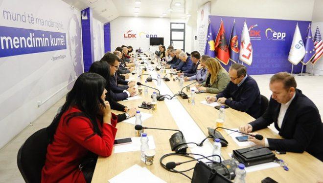 LDK pas mbledhjes: Mbetemi të përkushtuar për të krijuar vetëm institucione stabile