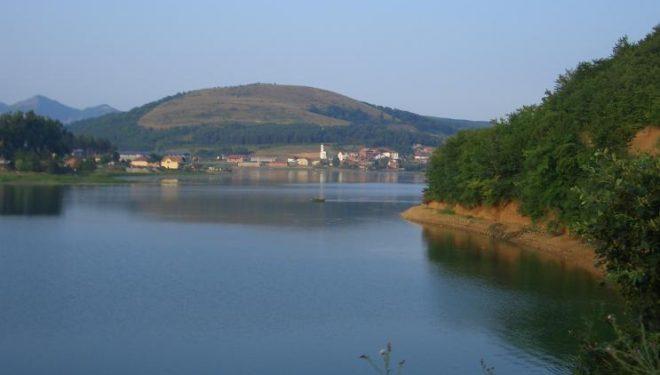 Përreth liqenit të Batllavës kërkohet kujdes i përhershëm i hapësirave