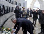 Thaçi iu reagon ndërkombëtarëve nga Reçaku: Heshtja e juaj ia hapi gojën Vuçiqit që të mohojë masakrën